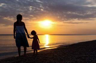 1-mom-and-daughter-silhouette